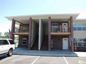 Perry Reid Properties in Lincoln NE - Creekside Village is located in Lincoln, Nebraska and features beautiful one bedroom and two bedroom apartment homes for rent